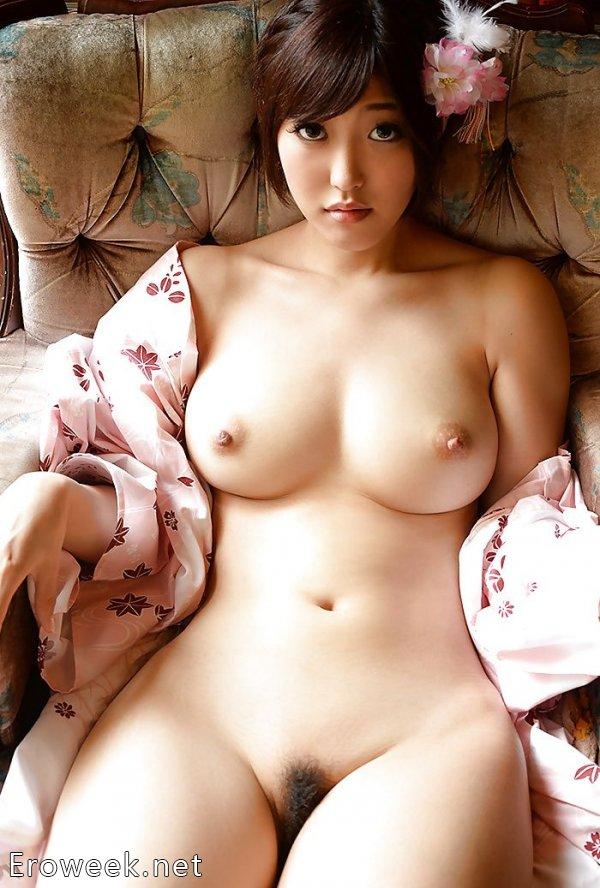 Азиатки без одежды (35 фото)